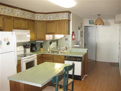 kitchen to entry