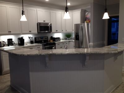 Kitchen w island
